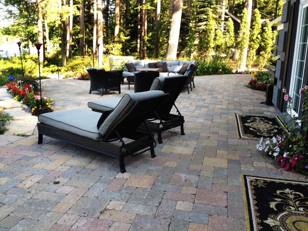 relaxing outdoor lounge furniture